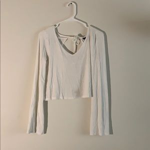 Backless crop top with loose sleeves